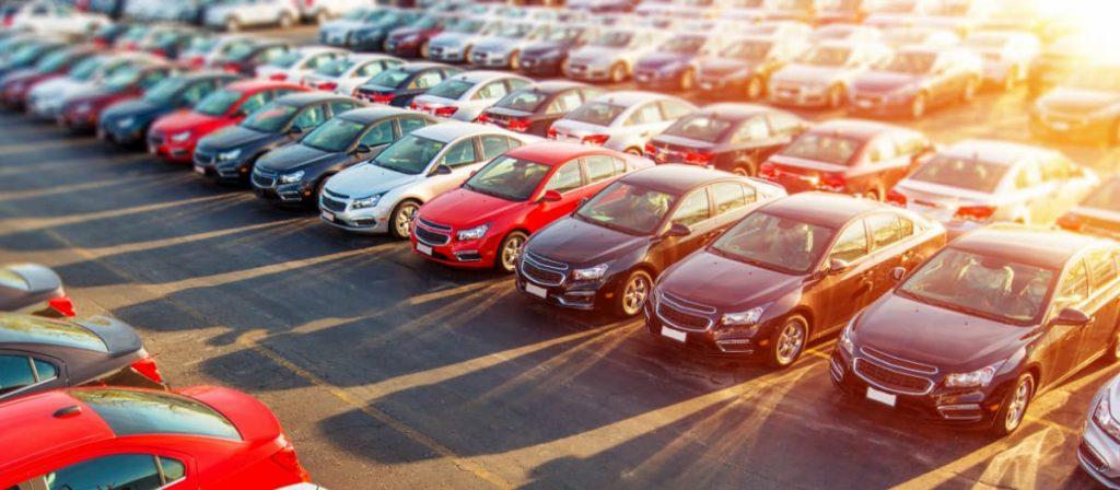 Foto de uma frota de carros.