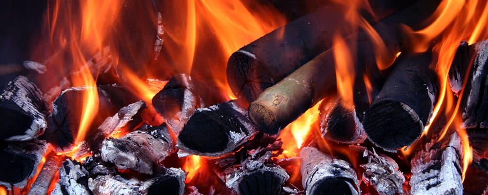 Foto de uma fogueira.
